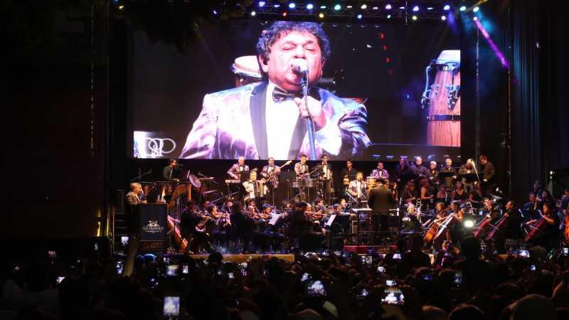 Los Palmeras y la Orquesta Filarmónica en el Obelisco