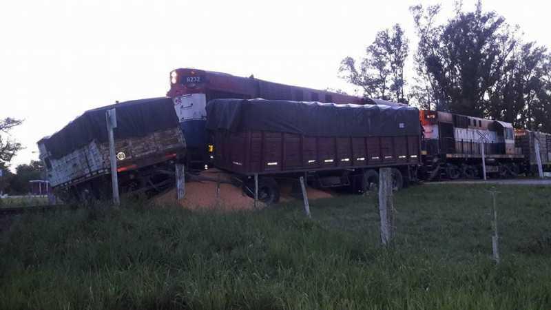 Un tren arrolló un camión en Andino y lo arrastró casi 10 metros