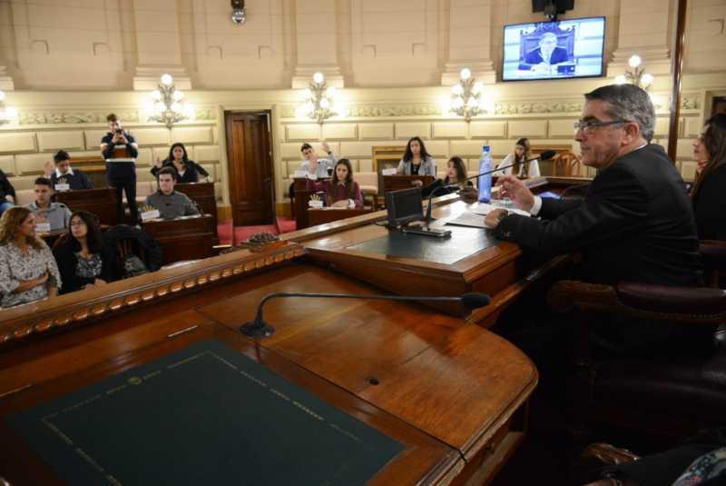 Avanza en Senadores la Ley de Educación Sexual Integral, una idea surgida por alumnos del Colegio San Carlos