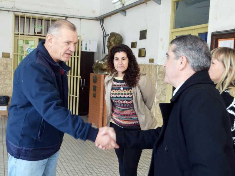La Escuela Güemes recibió 4 equipos de aires acondicionado