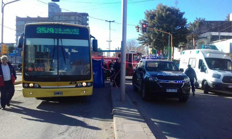 San Lorenzo: Un hombre murió al ser atropellado por un colectivo