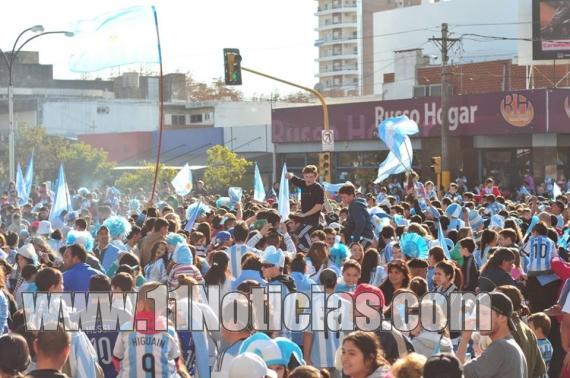 Multitudinario festejo por el 2do triunfo de Argentina