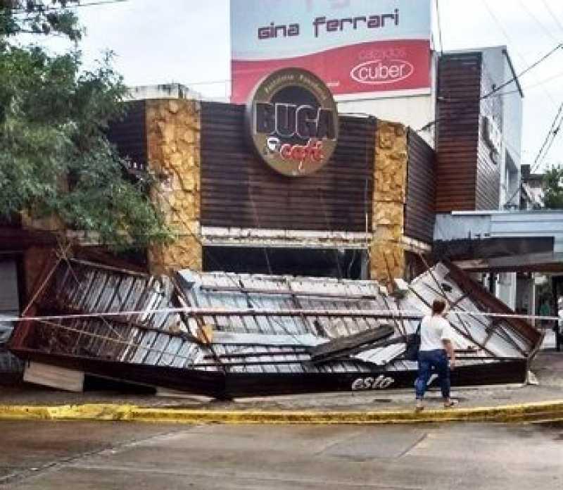 El temporal del viernes voló el alero de un bar de San Lorenzo