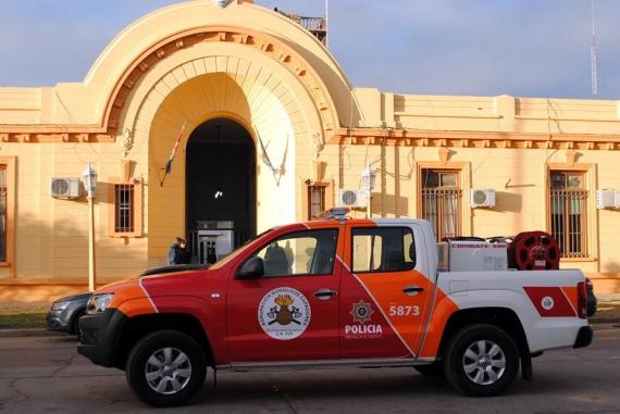 Entregaron una nueva camioneta a Bomberos Zapadores de San Lorenzo