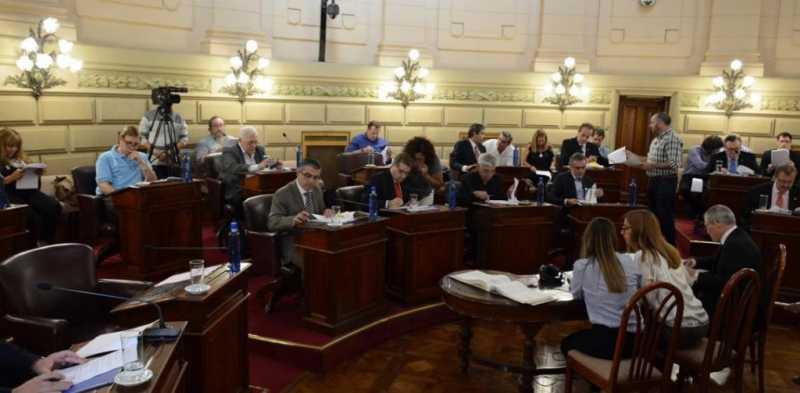 El PJ presentó en el Senado un proyecto de Ley que buscará ordenar la desigualdad de género en la composición de listas