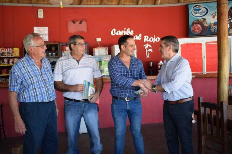 Traferri hizo entrega de $350.000 a Clubes de Carcarañá