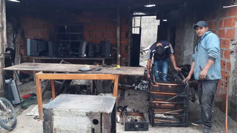 Un incendio dejó casi sin nada a una familia de San Lorenzo