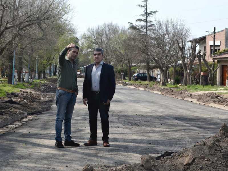 Traferri recorrió las obras de asfaltado en Fray Luis Beltrán