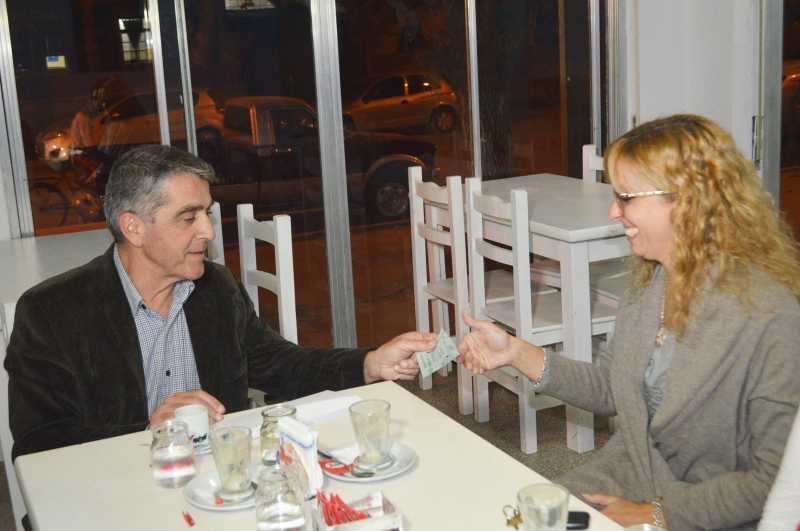 Traferri entregó aportes a clubes deportivos de Roldán