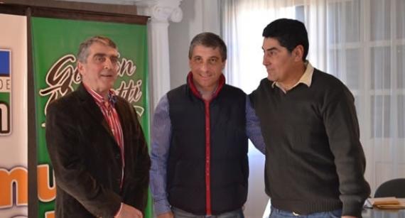 Traferri entregó aportes económicos a comunidades evangélicas de Roldán