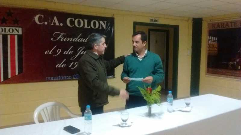 El senador Armando Traferri entregó $50.000 al Club Colón