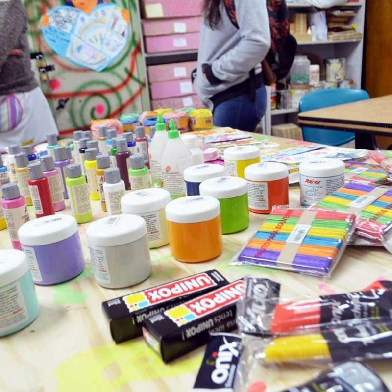 Tres escuelas sanlorencinas recibieron materiales de trabajo de parte del Senador Traferri