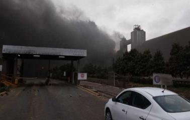 Feroz incendio en Molinos San Lorenzo