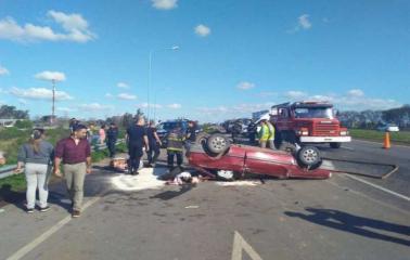 Cuatro heridos tras un vuelco en la autopista Rosario-Santa Fe