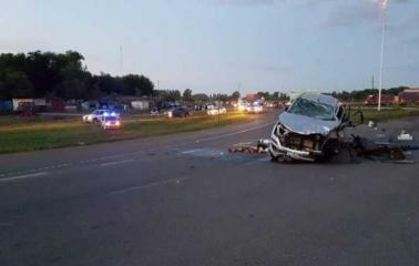 Nueve personas murieron en un choque entre una camioneta y un camión