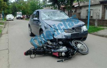 #Ahora Impresionante choque de auto y moto en Fray Luis Beltrán