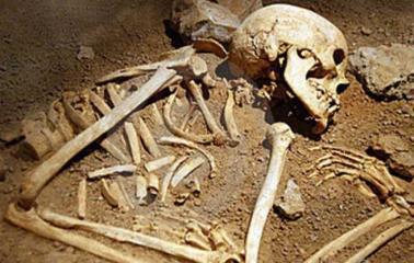 Encontró restos óseos en el patio de su casa en San Lorenzo