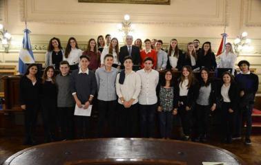 El Colegio San Carlos concluyó el programa Jóvenes al Senado y participó de una sesión simulada