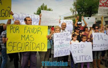 Fray Luis Beltrán marchó frente al municipio para exigir más seguridad