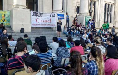 Clases públicas y recital gratuito en defensa de la educación pública