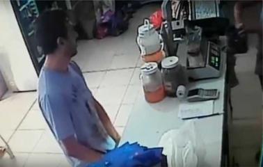 VIDEO: Un hombre se masturbó frente a una mujer en un almacen de Andino