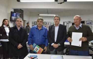 Aldao firma convenio para mejora vial