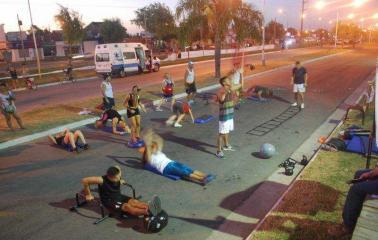 Clases gratuitas de gimnasia al aire libre en Capitán Bermúdez