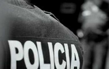 Detienen a dos personas que robaron un celular a punta de cuchillo