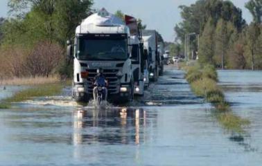 Cortes de rutas por anegamientos en sectores de Buenos Aires y Santa Fe