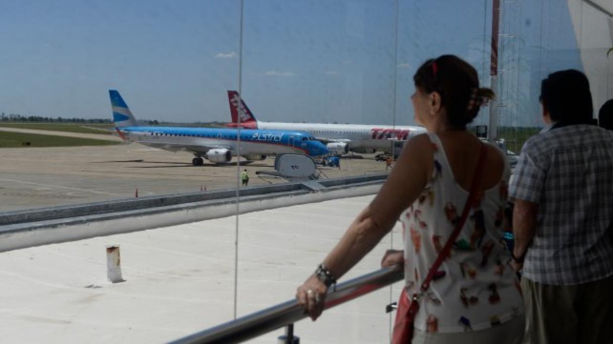 Realizarán hisopados a pasajeros que lleguen al aeropuerto de Rosario