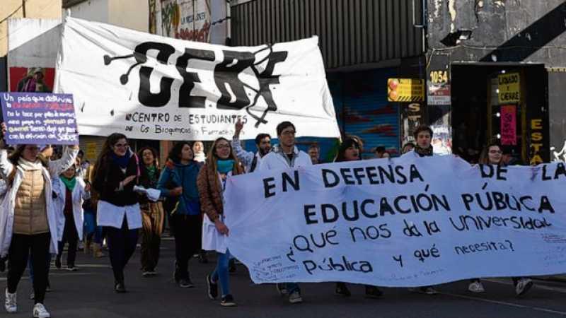 Los docentes de la UNR definen si paran en reclamo de aumento salarial
