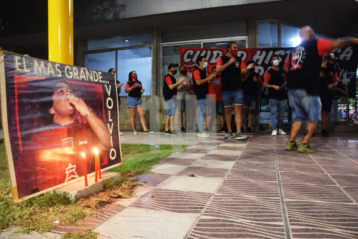 Diego Maradona: Homenajes en el Monumento, en Autopista y otros lugares de la región