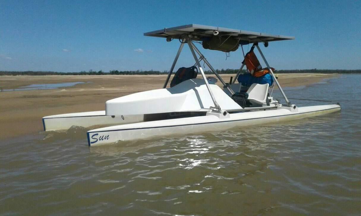 Sanlorencino construyó su propia embarcación a energía solar
