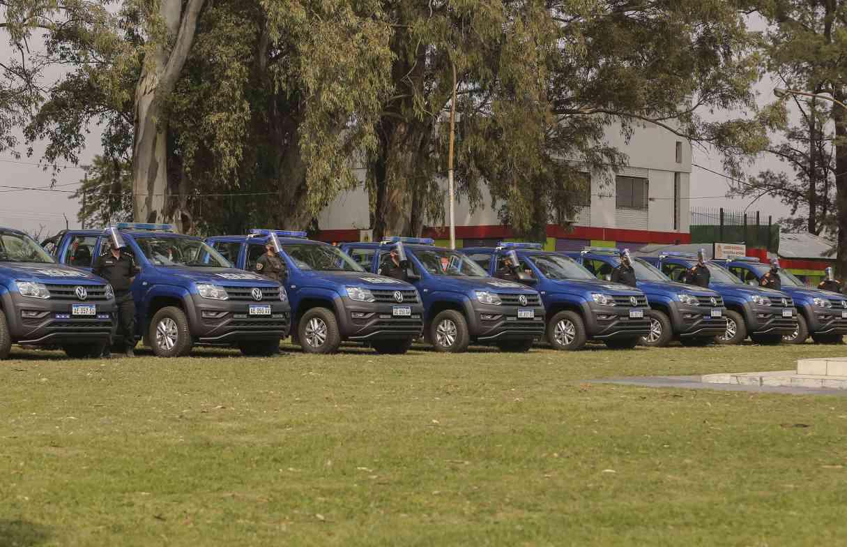 Entregaron 24 móviles policiales para patrullar Rosario