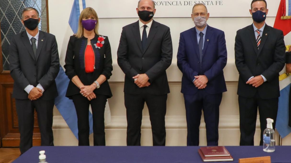 Perotti puso en funciones a sus nuevos ministros