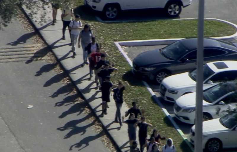 Al menos 17 muertos tras un tiroteo en escuela de Florida