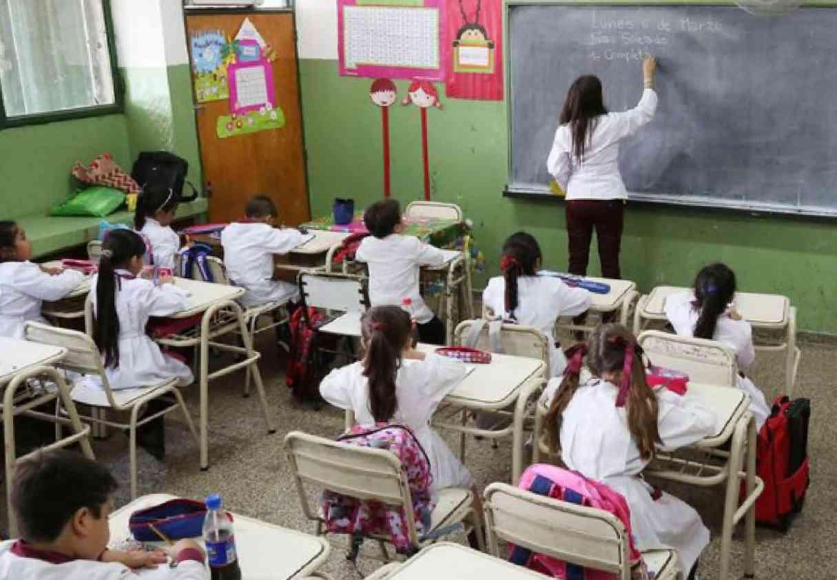 Educación: acuerdan que no haya repitencia del año escolar
