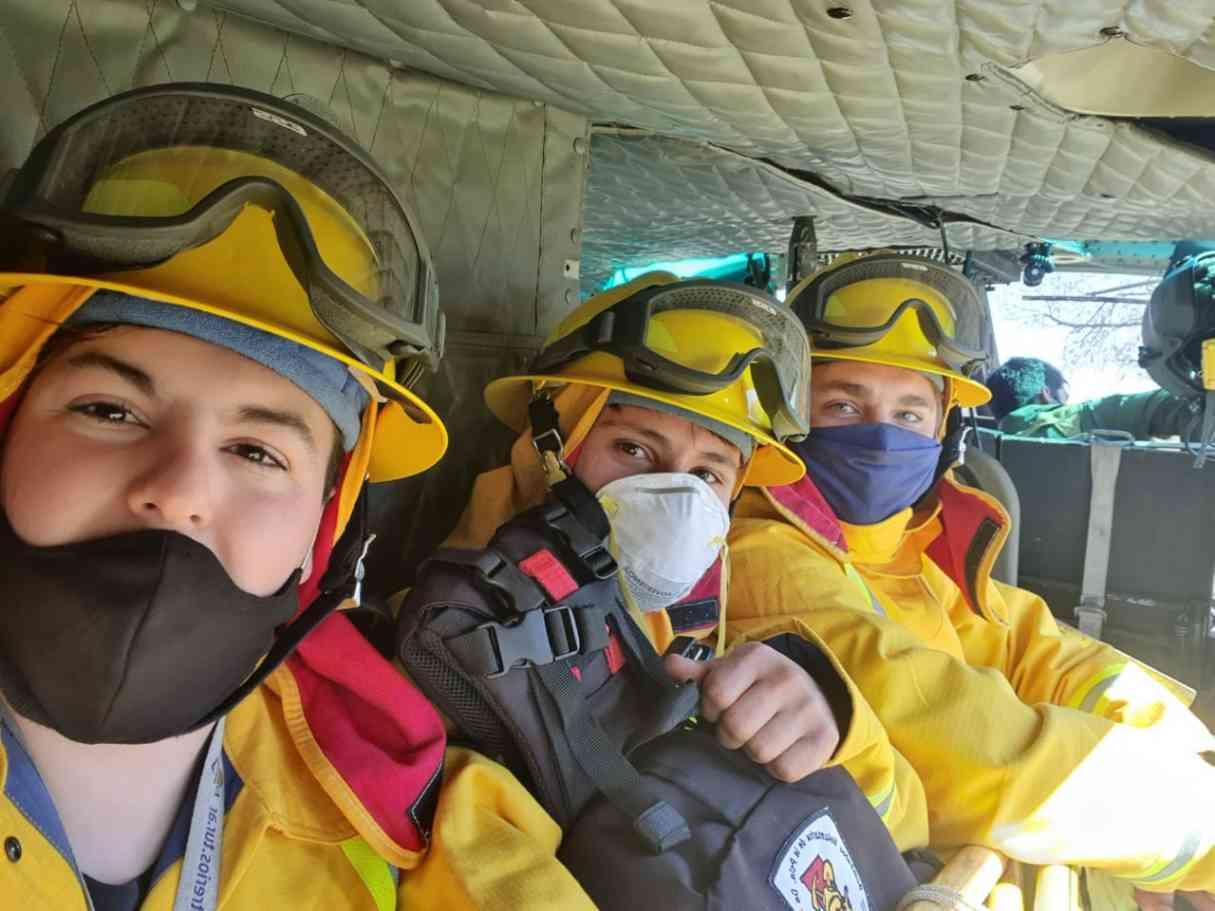 Bomberos Voluntarios de San Lorenzo trabajan en la extinción de incendios en las islas