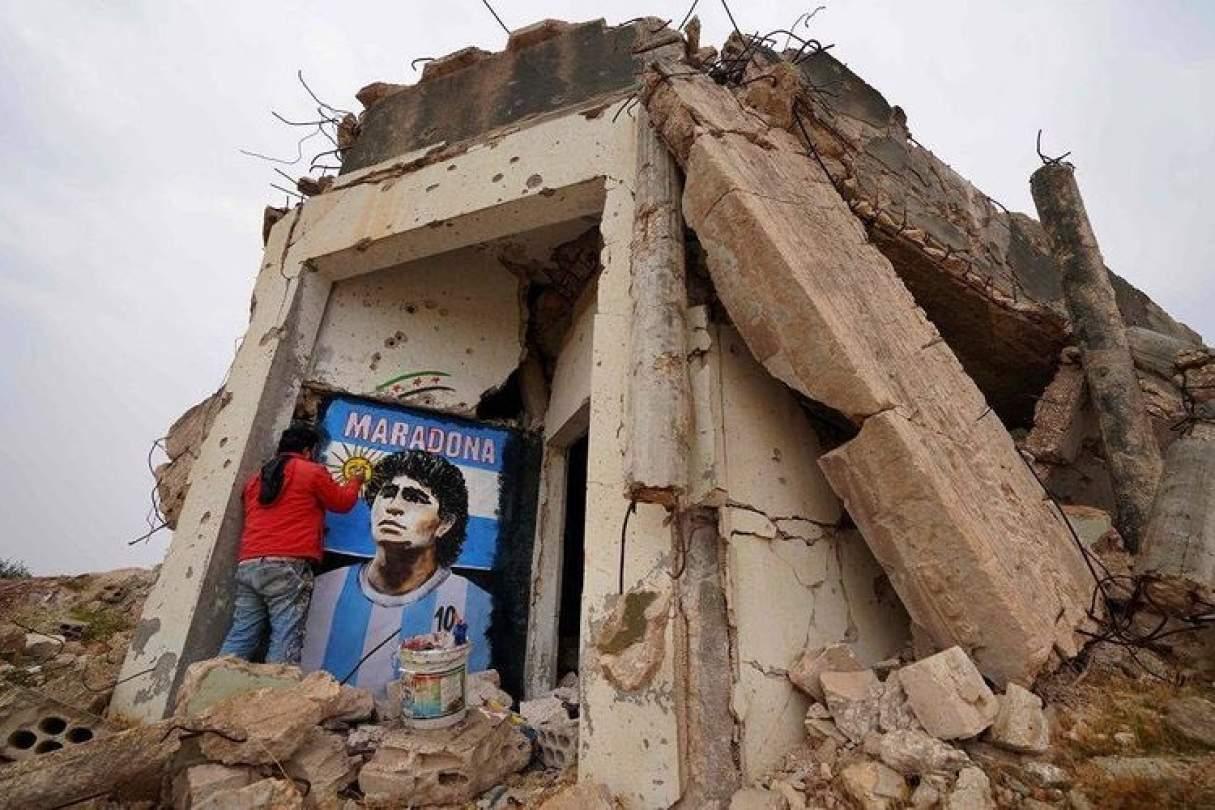 Siria: pintan la imagen de Diego Maradona entre los escombros