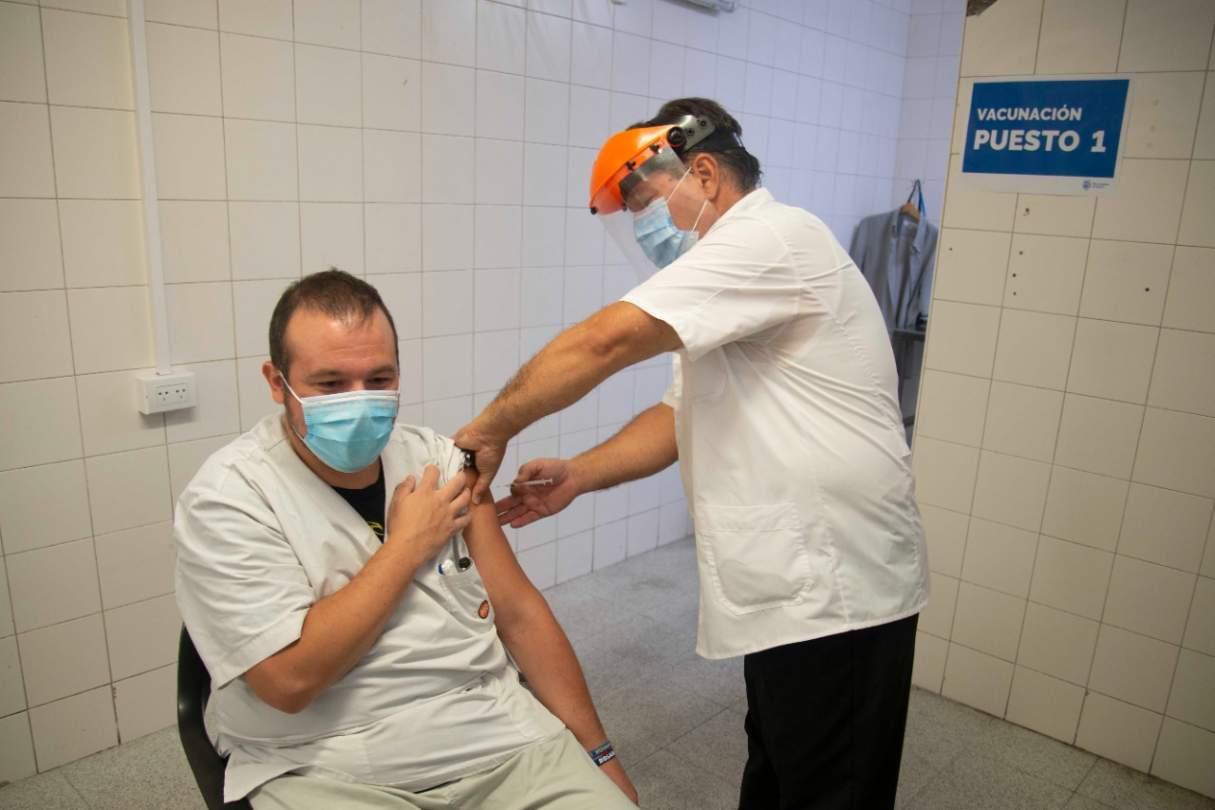 Médicos por la verdad difunden audios falsos sobre la campaña de vacunación en Rosario