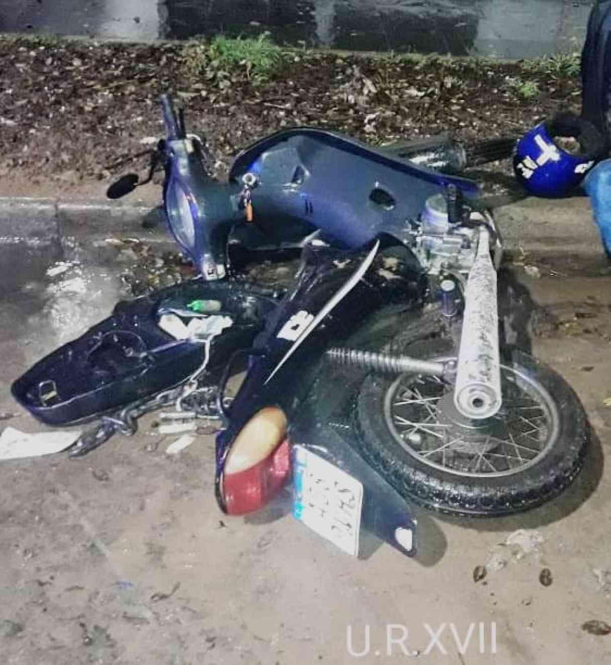 San Lorenzo: dos motos chocaron contra un corralito de Aguas Santafesinas