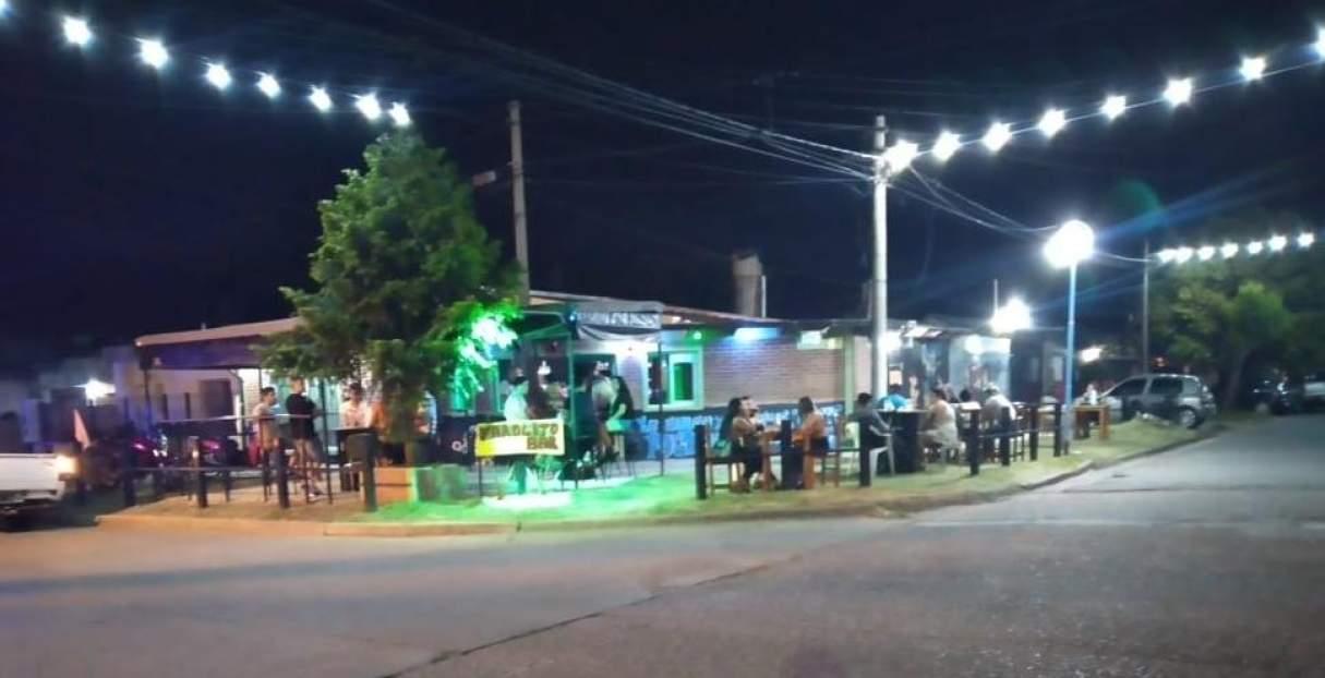La policía cerró los bares Freda y El Farolito por aglomeracion de personas