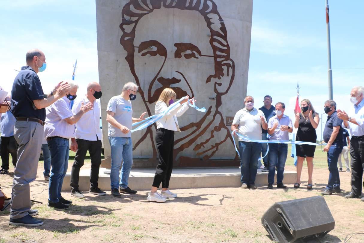 Rodenas inauguró un monumento de Rucci en Granadero Baigorria