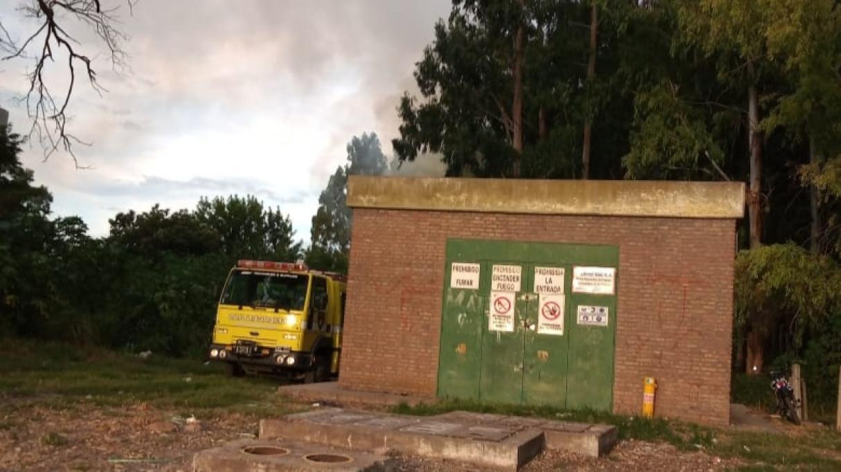 Bermúdez: incendio en el monte de Celulosa a metros de una casilla de Litoral Gas