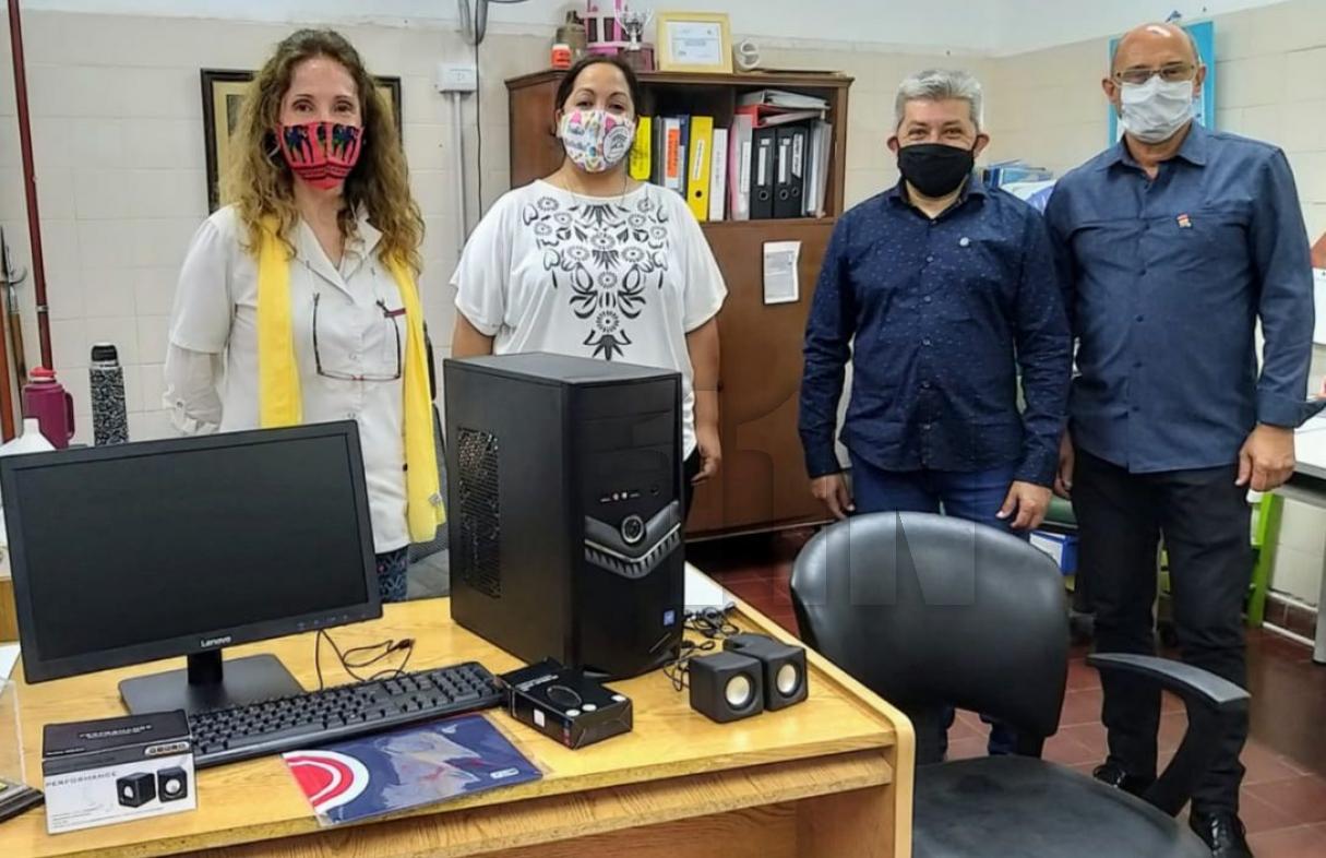 Rotary Club donó una computadora para instalar una radio una escuela de San Lorenzo