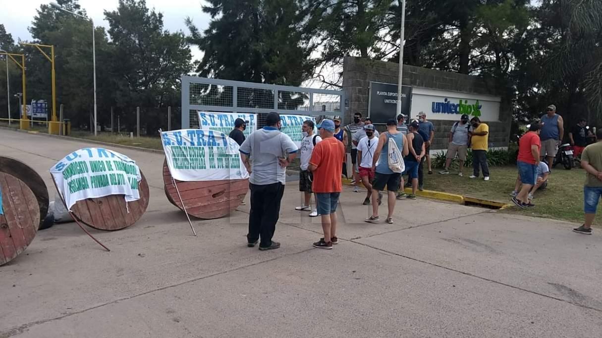Vigiladores piden la reincorporación de un trabajador en Unitec bio