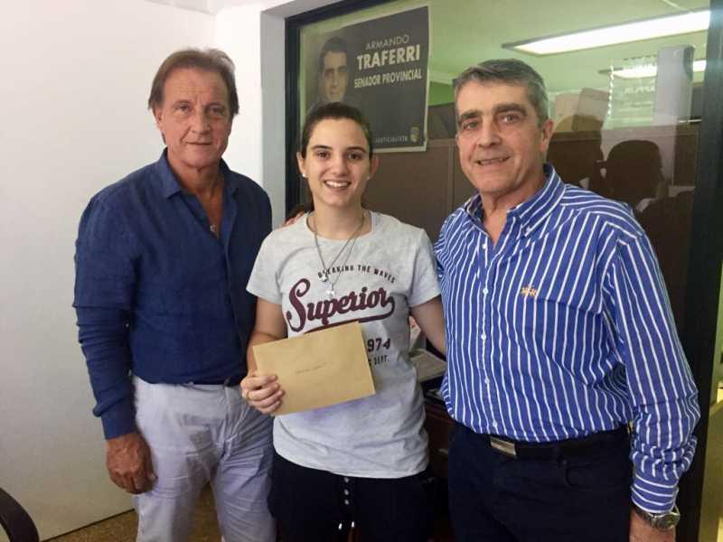 Campeona mundial de Taekwondo recibió el apoyo del Senador