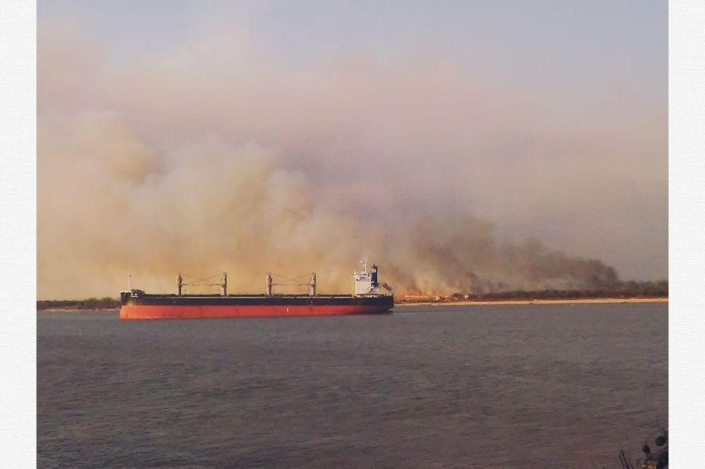Arden las islas frente a Fray Luis Beltrán