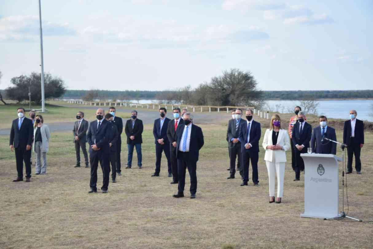 Alberto Fernández firmó junto a siete gobernadores el Acuerdo Federal de la Hidrovía Paraguay-Paraná