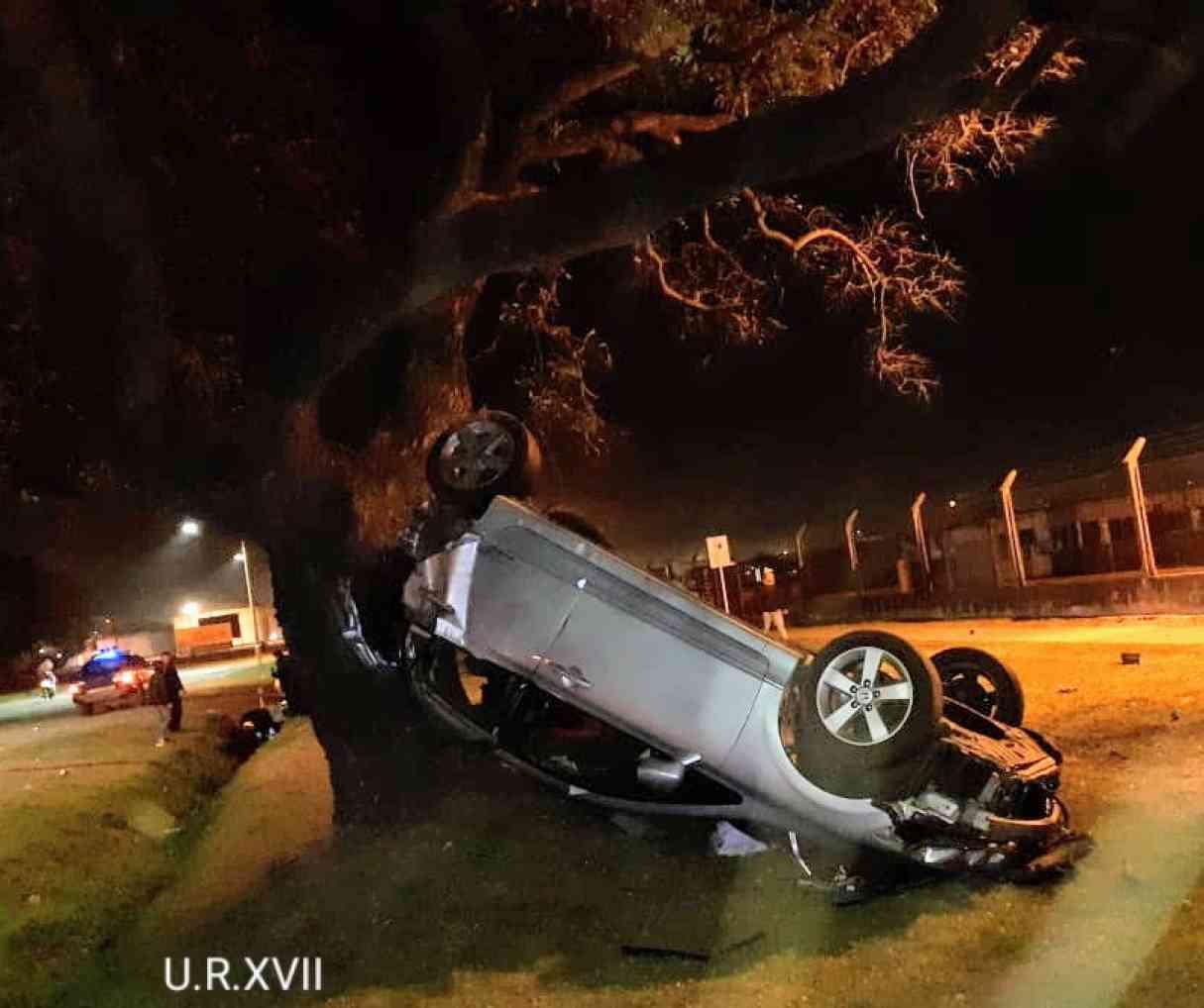 San Lorenzo: perdió el control de su auto y chocó contra un árbol